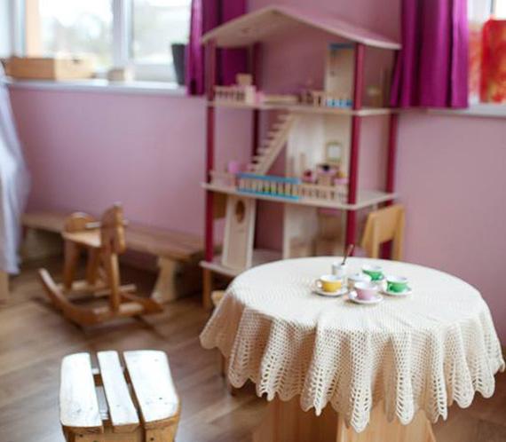 medinis darzelio stalas su kede